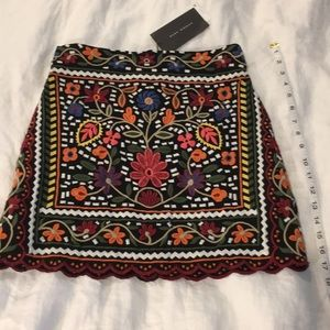 Zara Embroidered Mini Skirt NWT Size Small 2/4